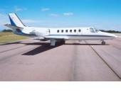 AERONAVE  CITATION II  HORAS TOTAIS: 6.167 ANO: 1983 NACIONALIZADA  REVERSORES    MOTORES:  Motor #1 (LH) Pratt & Whitney JT15D-4 Tempo total: 6175h / disponível para TBO: 3473h Revisado na Dallas Airmotive (EUA)  Motor #2 (RH) Pratt & Whitney JT15D-4 Tempo total: 6175h / disponível para TBO: 3473h Revisado na Dallas Airmotive (EUA)    Avionics & Radios & Systems  ADF: Collins ADF-60 Autopilot: Sperry SPZ-500 IFCS Dual Collins VHF-20 CVR DME: Dual Collins DME-40 FD: Sperry SPZ-500 IFCS 5-inch Navigation Radios: Dual Collins VIR-30 Radar Altimeter: Collins ALT-55 RMI: Dual Collins RMI-30 TAWS/EGPWS TCAS Transponder: Dual Collins TDR-90 Color Weather Radar Artex ELT 406Mhz Homologado RVSM Aprovado PBN GPS 500 Interior  Interior em excelentes condições para 8 (oito) passageiros em arranjo de club seat de 4 assentos + 2 assentos posteriores + assento frontal + assento QTU certificado com cinto. Assentos em couro bege FWD Refreshment Center.     Pintura  Pintura em excelentes condições, branca com faixas em tom azul e prata, feito na Duncan Aviation (EUA). Sem necessidade de retoques.   MARIA ZILDA 14 99723-3993
